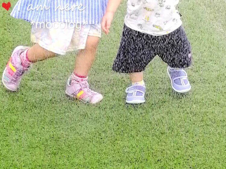イフミーの靴を履いて水浴びする子どもたち