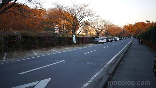線路沿いの駐車場